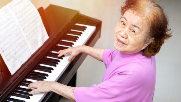 Actividades para personas con Alzheimer - Escuchar música y cantar