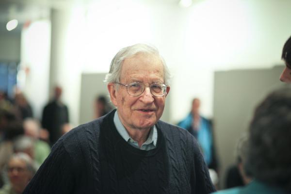Noam Chomsky y la teoría del lenguaje - Quién es Chomsky: biografía e ideología