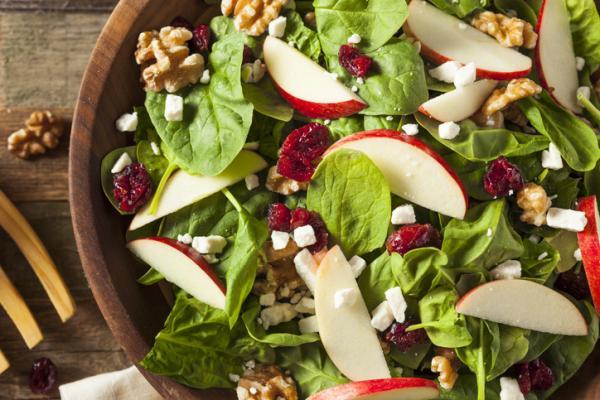 Comer sano en verano: ideas y consejos psicológicos - Empezar por la ensalada