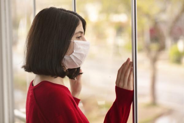 Miedo a salir de casa: síntomas, causas y tratamiento
