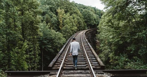 Cómo saber si estás estancado en una vida que no te gusta - Actuar de forma automática