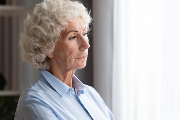 ¿Cómo tratar a una madre anciana manipuladora?