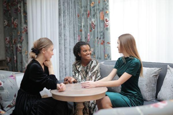 Celos entre amigas: por qué suceden y cómo evitarlos