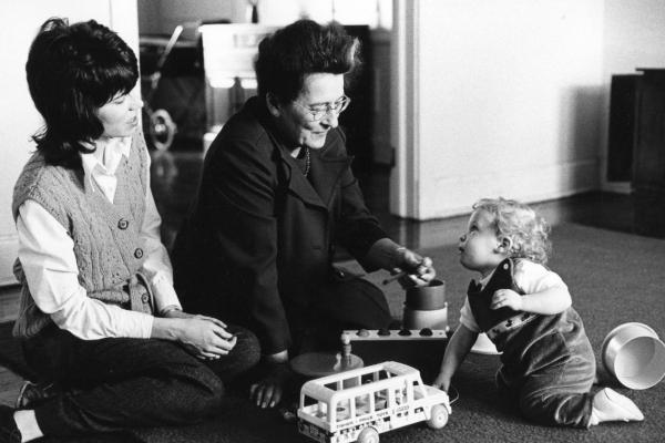 Experimentos psicológicos interesantes - La Strange Situation de Mary Ainsworth