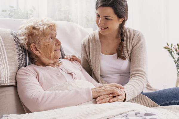 Cómo tratar a una persona con Alzheimer