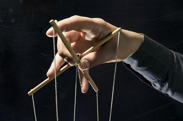 Cómo actúa un manipulador cuando es descubierto