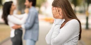 Mi ex presume su nueva relación, ¿por qué y qué hacer?