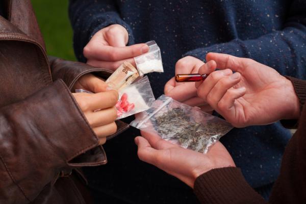 Cómo trabajar la drogodependencia en adultos y adolescentes