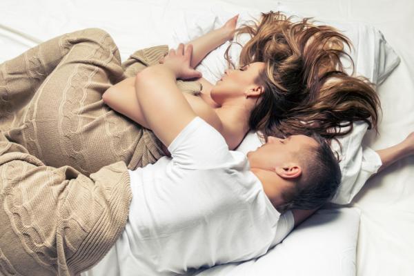 Por qué me cuesta dormir con mi pareja - 5 consejos para acostumbrarse a dormir en pareja