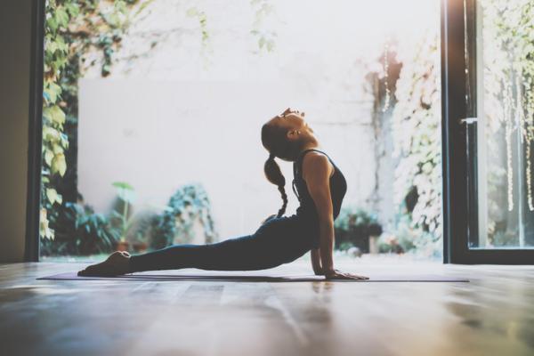 9 técnicas de relajación para el estrés - 8. Respiración alterna