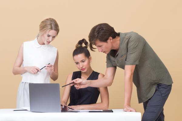 Comunicación asertiva en el trabajo: definición y ejemplos
