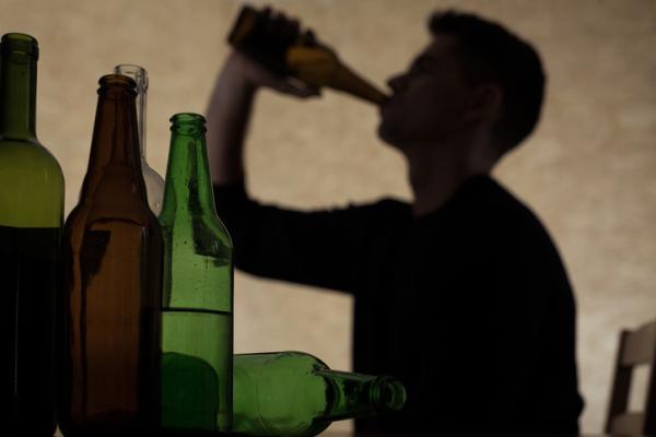 Orientaciones a familiares y pasos terapéuticos para ayudar al alcohólico - Cómo ayudar a mi marido alcohólico: reconocer y desarrollar los cambios
