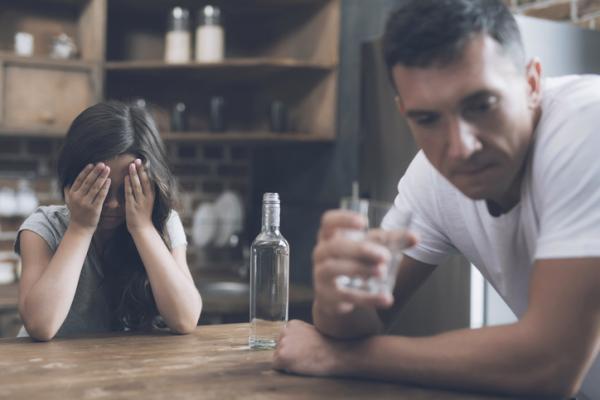 Orientaciones a familiares y pasos terapéuticos para ayudar al alcohólico - Control: cómo convencer a un alcohólico