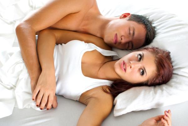 cómo complacer a un hombre sin erección
