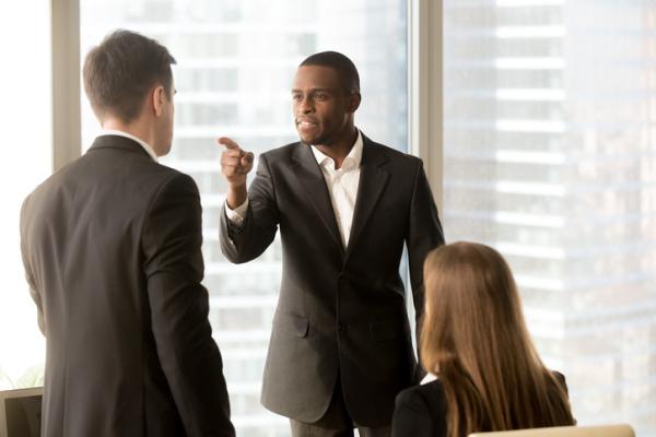 Los tipos de acoso laboral o mobbing - Tipos de mobbing laboral: acoso vertical