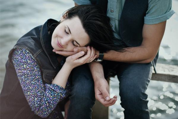 Causas y síntomas de la dependencia emocional en la pareja - El amor romántico como causa de dependencia emocional