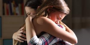 Cómo ayudar a un amigo con depresión