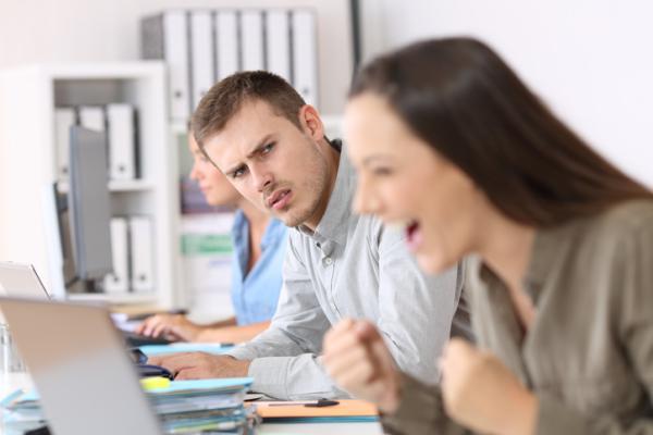 Cómo protegerse de la envidia en el trabajo - Consejos para no sentir envidia en el trabajo