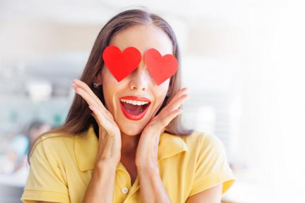 Cómo dejar de idealizar a alguien - Concepto de enamoramiento idealizado