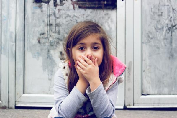 Mutismo selectivo infantil: causas y tratamiento