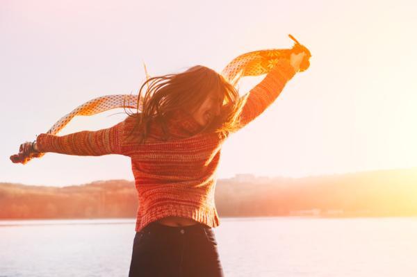 Cómo ser feliz con uno mismo - 5 trucos para ser feliz solo