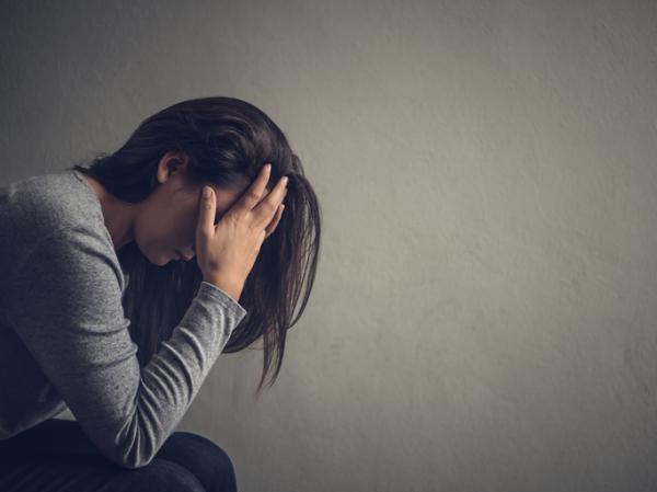 Cuáles son las emociones universales: lista y ejemplos - Tristeza