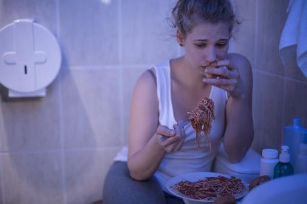 Diferencia entre bulimia y trastorno por atracón - Síntomas y definición de la bulimia