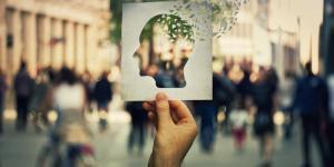 Amnésia retrógrada: o que é, sintomas, causas e tratamento