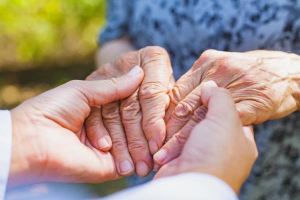 Alzheimer: o que é, sintomas, causas, fases e tratamento - Alzheimer: fases