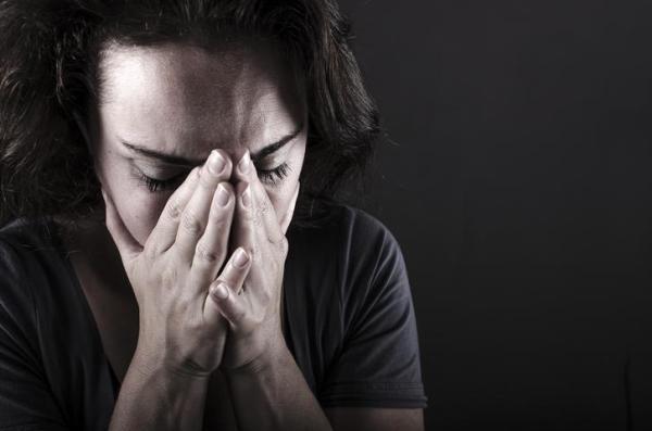 Medo de sair de casa: sintomas, causas e tratamento - Sintomas do medo de sair de casa