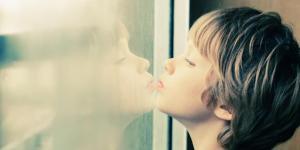 Transtorno do espectro do autismo (TEA): causas, tipos e características