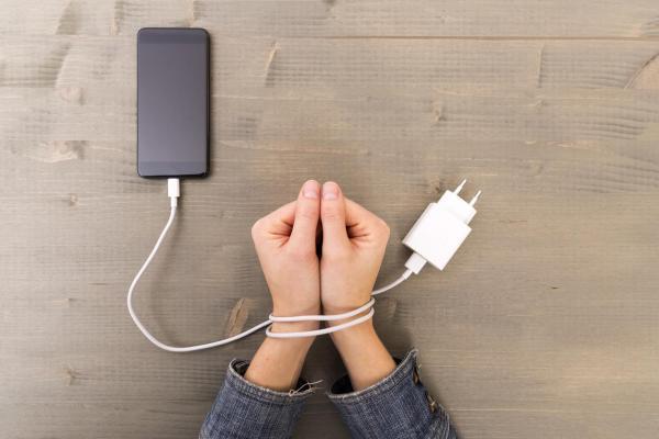 Vício em tecnologia: sintomas, consequências e tratamento - Nomofobia